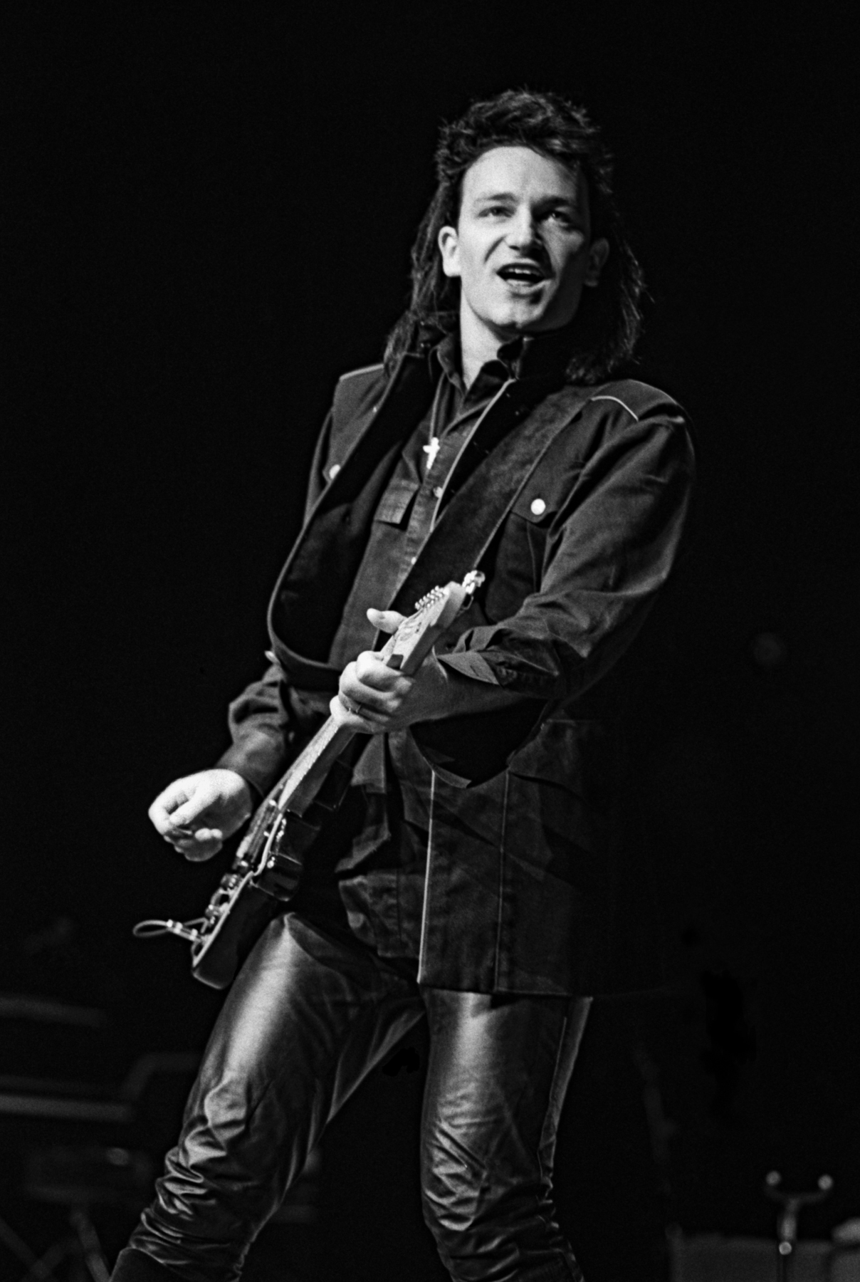 https://rockandrollphotogallery.com/wp-content/uploads/2014/06/u2-performing.jpg Bono 1983